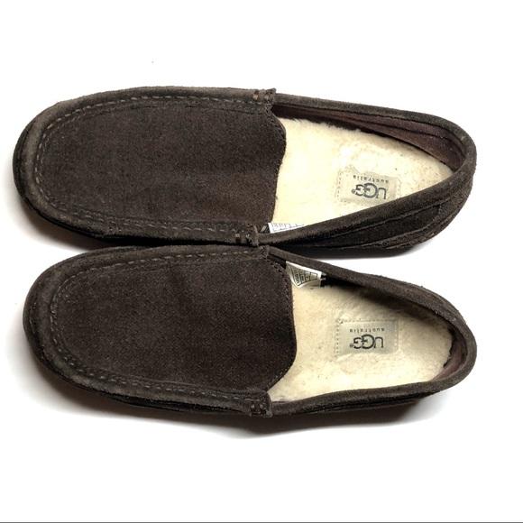 Ugg Men s House slippers. M 5ba44223c2e9fe97b27b2443 10fdf0918